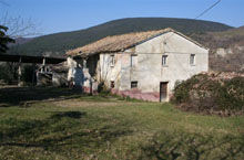 Beautiful countryhouse on the gentle hills in the core of Le Marche countryside.