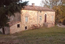 A wonderful farmhouse to restore, situated close to the medieval town of Gualdo.