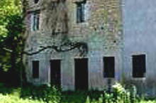 An old stone farmhouse, with two annexes, to be restored, surrounded by 1,5 hectareas of cultivable land woodland.