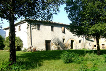 The ancient Complesso Collestefano is a sunlit residence throughout the day, cooling breezes in summer, a mild, healthy climate, quiet and off the beaten track, Collestefano is nevertheless just 2 km away from the village centre.