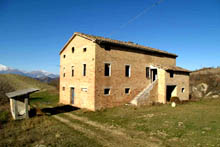 Beautiful Complex with large farmhouse is in good structural condition, suitable for B & B or Country House in a wonderful panoramic position with fantastic views over the Sibillini.