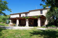 Beautiful complex, with the riding and coverage for horses, located in the hilly countryside of the medieval town.
