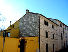 A charming village house in Conero stone in the hamlet of San Lorenzo, Sirolo.