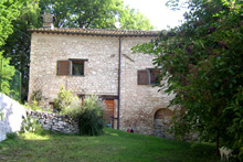 Old farmhouse in pink Furlo stone, immediately habitable, located near Urbino with panoramic views of Monte Catria, Monte Acuto, Monte Petrano and Monte Nerone