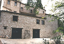 Ancient building in stone, completely restored, with advantageous position and surroundings woods in a