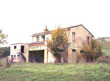 Farm house in excellent conditions located in the wide Menocchia valley