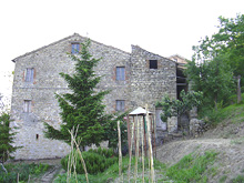 Main part of a stone farm house. It is to be restored. It has a beautiful garden and a good panoramic position.