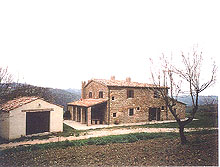 An enchanting dwelling big enough to make the dream of a farm holidays come true in the best known area of Le Marche.